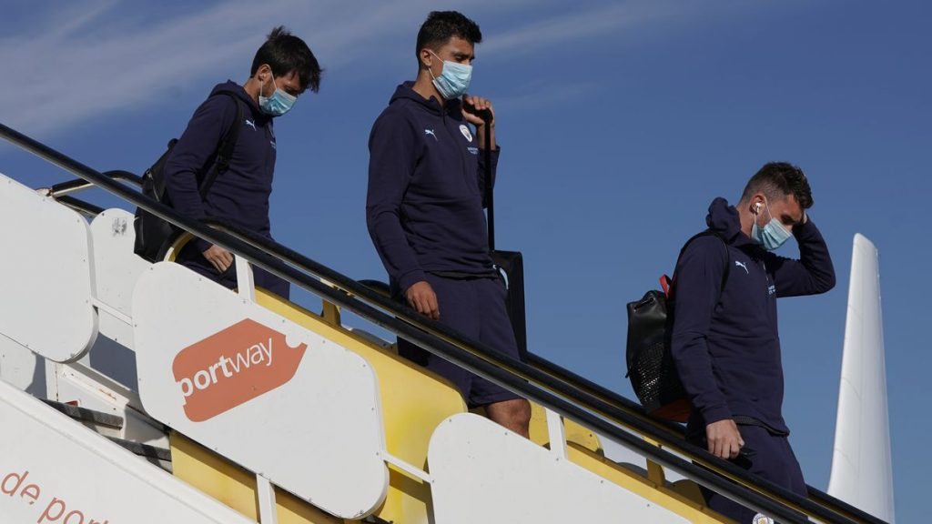 Các cầu thủ Man City đã có mặt tại Lisbon