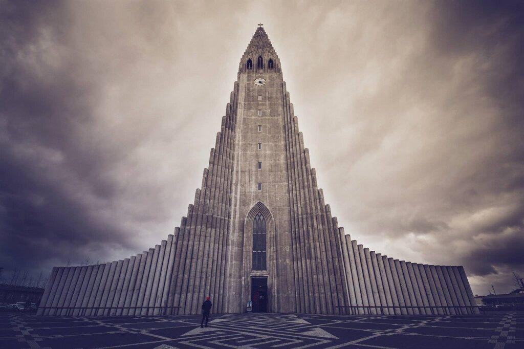 Mơ thấy những toà tháp cao là điềm báo gì? Tốt hay xấu?