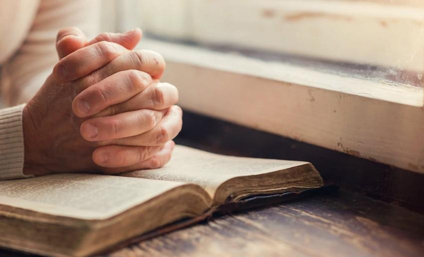 Mơ thấy cầu nguyện là điềm báo gì? Nên làm gì khi mơ thấy cầu nguyện?