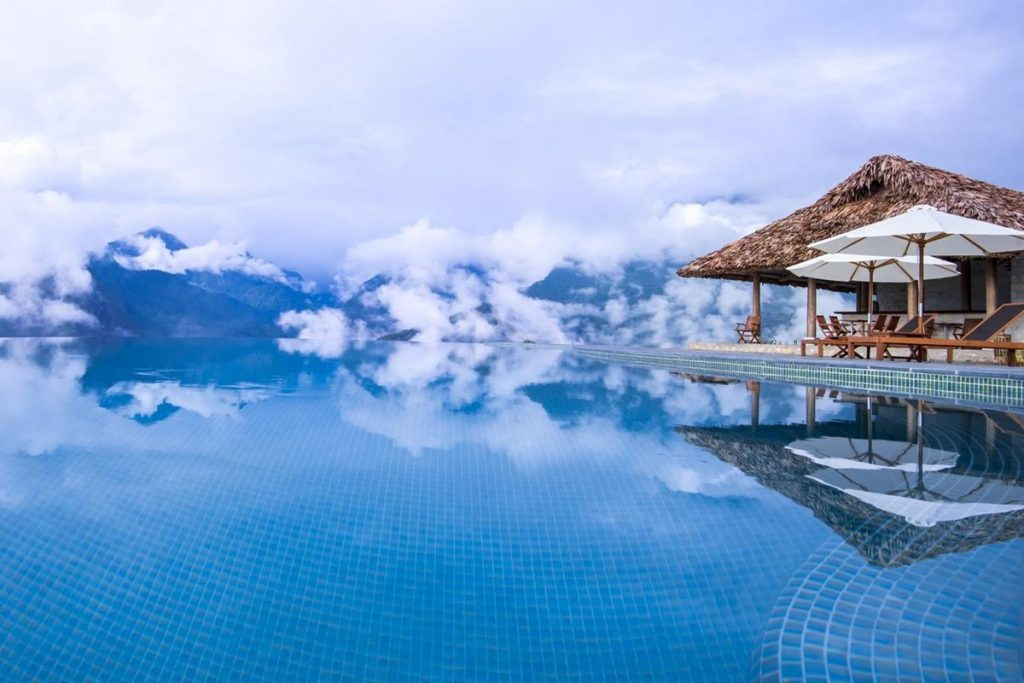 Nằm mơ thấy bể bơi màu đen có ý nghĩa gì? Nên đánh lô con gì?