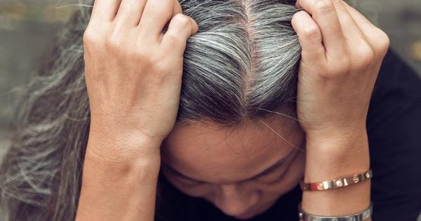 Nằm mơ thấy tóc bạc điềm báo gì, lành hay dữ?