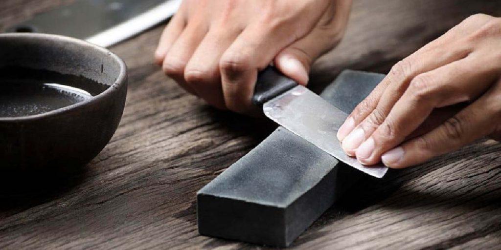 Nằm mơ thấy dao bị gãy có ý nghĩa gì? Nên làm gì khi mơ thấy dao?